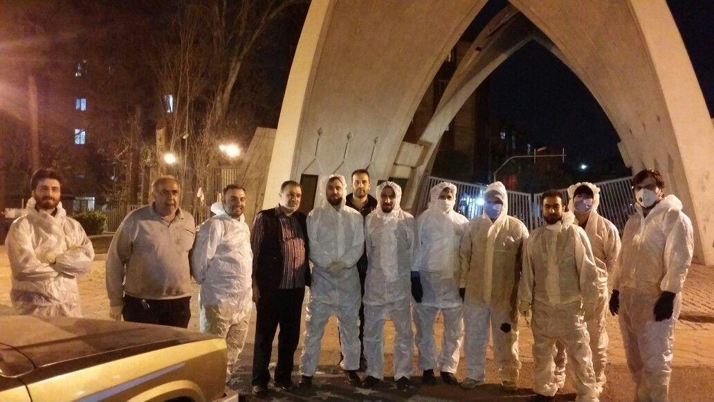 گروه جهادی دانشگاه علم و صنعت درقالب 10 گروه معابر شهر تهران را ضد عفونی می کند