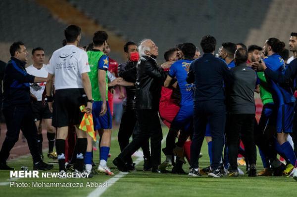 لباس حرفه ای بر تن فوتبال ایران گشاد است
